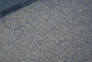 Surface bouchardée béton